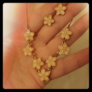 🌸Beautiful flower necklace and earring set 🌸🌸🌸